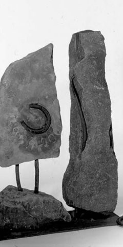 No 149 Menhir d'une genèse / Menhir of a Genesis (2001). Photo André Gallant. h = 105 cm