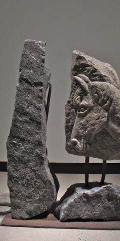 No 149 Menhir d'une genèse / Menhir of a Genesis (2001). Photo Rodolphe Caron. h = 105 cm